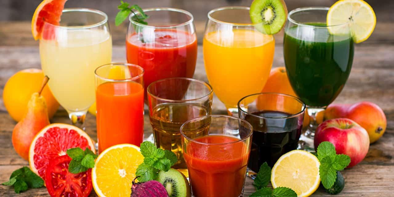 présentation de divers jus de fruits bien frais