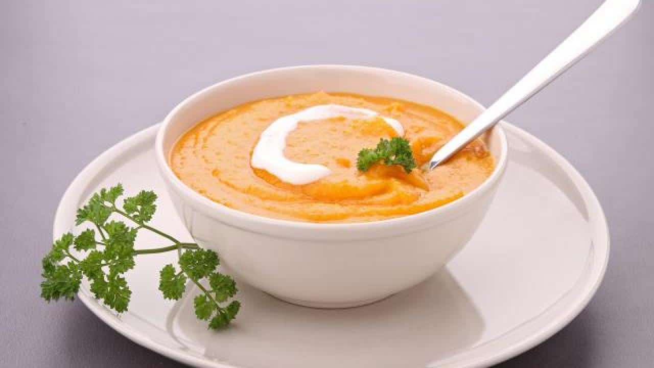 soupe legume et décoration avec persil