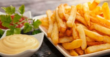 dressage avec mayonnaise ketchup et persil