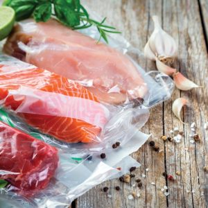 filet de poulet et saumon emballés sous vide